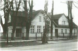 Lata 70. – zmieniono ogrodzenie wokół szkoły.