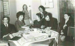 Grono pedagogiczne w latach 1973 – 1974 w składzie: p. W. Dwulit, p. Z. Wilczura, p. p. T. Dwulit, p. G. Kuźmińska, p. D. Kościołowska, p. R. Szymański, p. L. Ignaszewska.