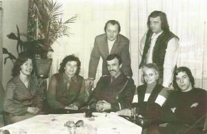 Grono pedagogiczne w latach 70. P. G. Kuźmińska, p. S. Gil, oficer WP, p. S. Zaborowski,     p. R. Szymański, p. H. Janecka, p. R. Woźniewski.
